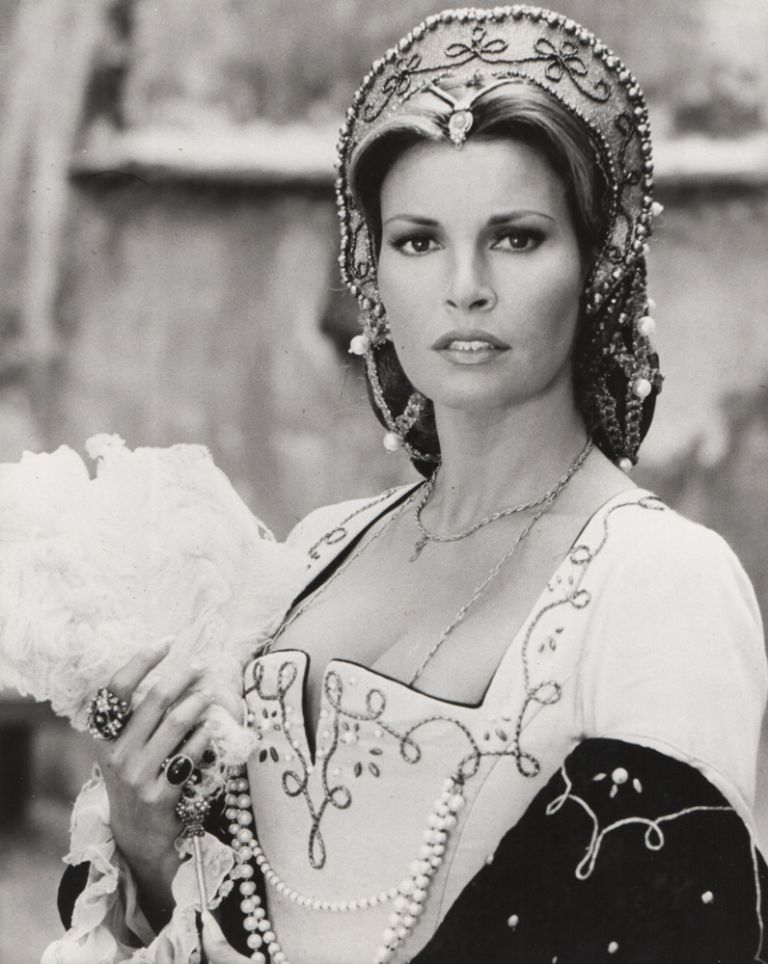 The Prince and the Pauper / Crossed Swords. Official film still. Raquel WELCH, Mark, TWAIN, George MacDonald, FRASER.